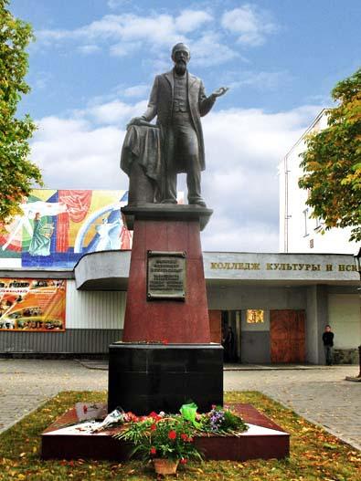 Памятник Ключевскому в Пензе