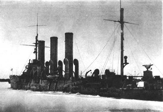 крейсер «Аврора» в порту Ломоносов, 1942