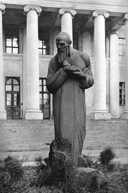 Памятник Достоевскому, С.Д. Меркуров, 1918