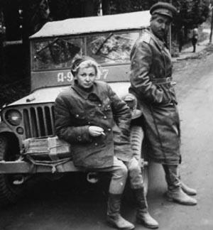 В. Серова и К. Симонов на фронте