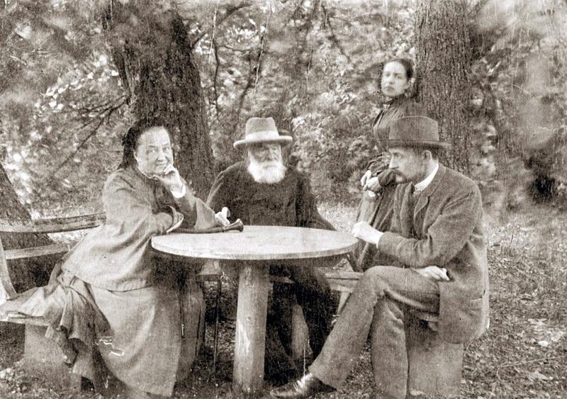 Г.Е.Львов с родителями и сестрой