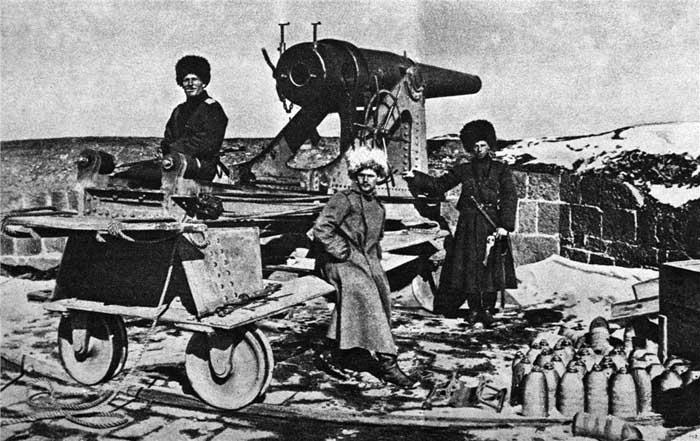 Русские солдаты у захваечнных орудий крепости Эрзерум