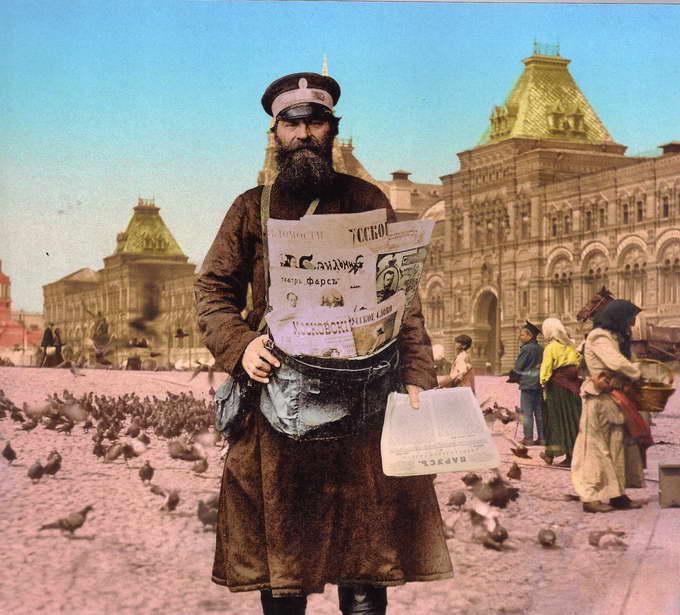 Продавец газет на Красной площади