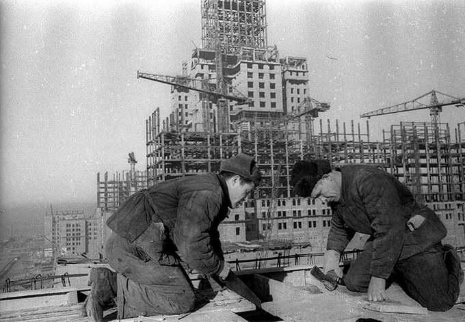 Строится новое здание МГУ
