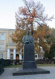 Памятник Сеченову перед Первым московским медицинским институтом