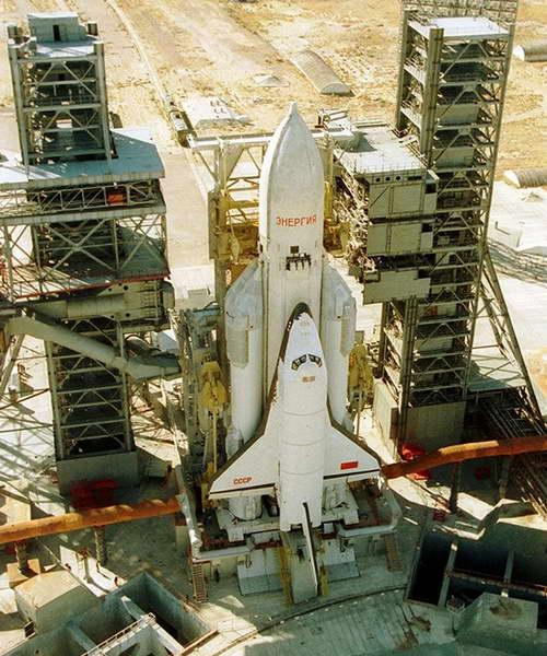 Космическая система Энергия-Буран на стартовом столе