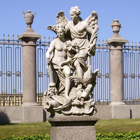 скульптурная композиция «Мир и победа», 1722 год, скульптор П. Баратта