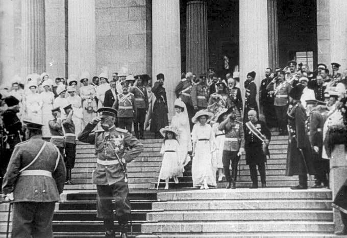 На открытии Музея ГМИИ 31 мая (13 июня) 1912. В центре царская семья, И.В.Цветаев и Ю.С.Нечаев-Мальцов.